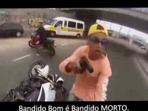 LADRÃO ROUBA MOTO E TOMA TIRO NA CARA DO POLICIAL