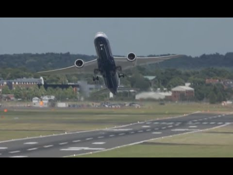 Boeing's 787-9 Dreamliner quiet impressive performance Farnborough Airshow 2014