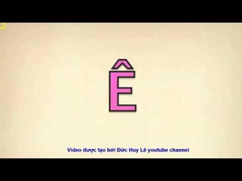 Bé học chữ cái tiếng Việt