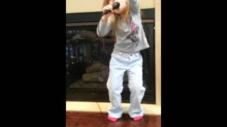 Katy Perry ROAR Sung By 3 Year Old! AMAZING!!!