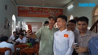 Hồng Duy U23 Việt Nam về nhà với mẹ trong lặng lẽ