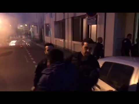 中国公民遭法国警察射杀 华人祈福被打满脸是血