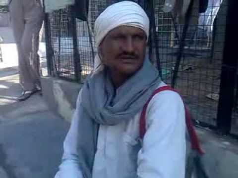 HINDI MELODY BHAJAN BY A BEGGER.PLZ HELP HIM