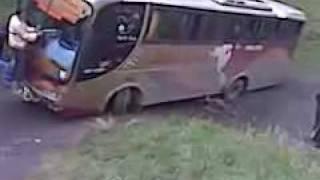 Bus Stuck In Ecuador, Resolution
