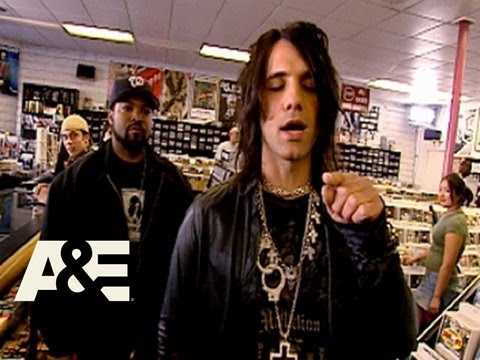 Criss Angel Mindfreak: Ice Cube CD Trick, Criss, having his eyes closed has Ice Cube pick a CD, then he performs his magic... :)