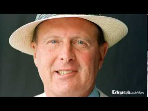 Ashes 2013-14 audio: Geoffrey Boycott's verdict after day two of first Test