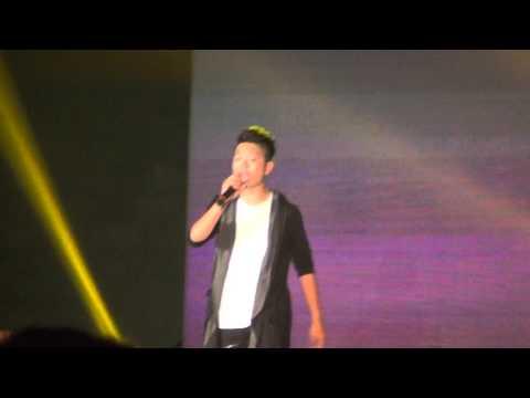 Quang Anh live Chiếc Khăn Piêu - Đại nhạc hội Unilever 20 năm Hà Nội