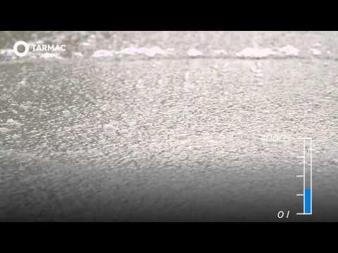 Vídeo Novo tipo de pavimento absorve 3.330 litros de água por minuto