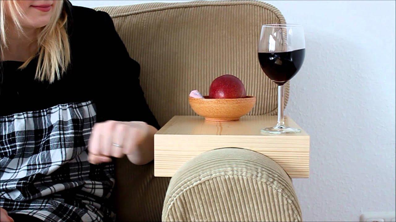 Stresstest armlehnen tablett auf ikea sofa youtube for Sofa tablett