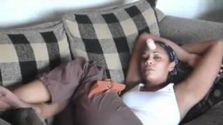 Mann klebt seiner Frau ein Dildo an Kopf während sie schläft Lustig Rendsburg