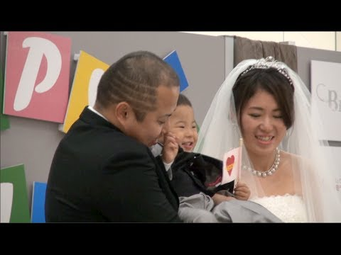 Happy Family Wedding: a surprise wedding ceremony at shopping center