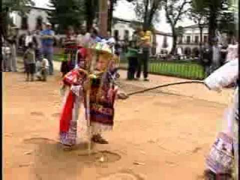 Purépechas (Michoacán). Cantos, Bailes y Color