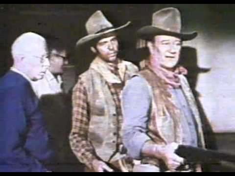 JOHN WAYNE & HOWARD HAWKS ON SET OF -
