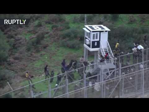 400 مهاجر يقتحمون الحدود الإسبانية في ...