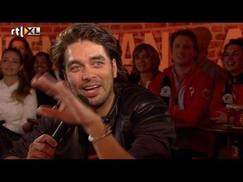 Waylon en Timor spelen zaal plat met Jackson Tribu - RTL LATE NIGHT