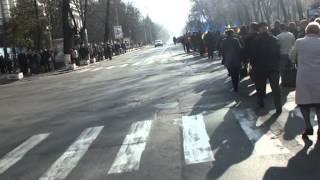 Coloane interminabile de manifestanţi şi niciun drapel de partid