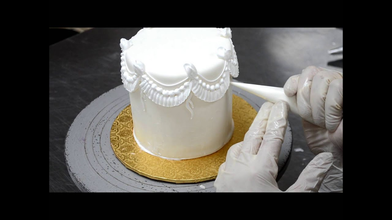 How To Decorate A Cake Cake Tutorial Video Piping On