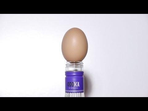 Cách Nhét Trứng Cả Vỏ Vào Chai Vodka :o