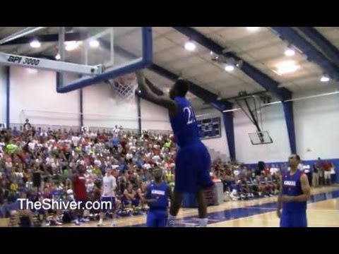 Andrew Wiggins throws 2 dunks in his first practice with Kansas