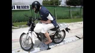 Tontos sobre motos