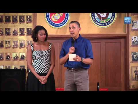 Obama Surprises Troops In Hawaii On Christmas Day 2013
