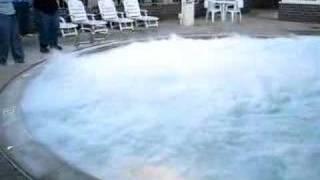 Nitrogen cair dimasukan kedalam kolam