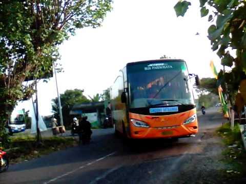 6 Bus Malam menyeberang beruntun