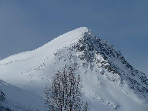 Ascensión y descenso con esquís del Rørnestinden