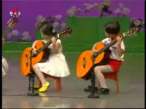 Trẻ em Hàn Quốc chơi đàn guitar cực điêu luyện