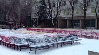 Ecranul bisericii a fost bombardat cu bulgări de zăpadă