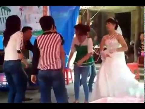 Cô dâu nhảy cực xung trong đám cưới Nhạc sàn cực mạnh lên nóc nhà là lên nóc nhà