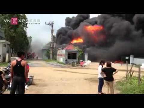 Cháy lớn, thiêu trụi cả nhà máy sản xuất xốp ở KCN Tiên Sơn - Bắc Ninh