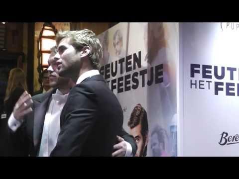 filmpremiere Feuten het feestje  de rode loper Manuel Broekman zwaait naar msbronwater