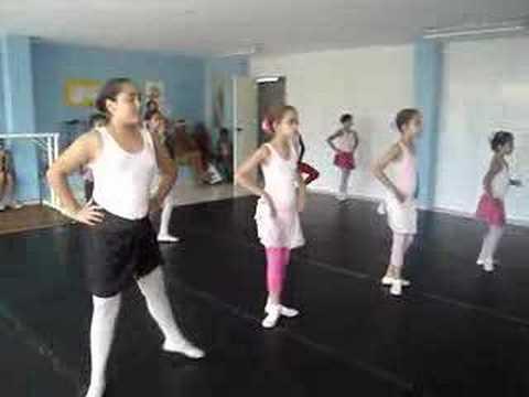 Cel Studio de Dança- aula de balé- Turma nível I Tia Rý