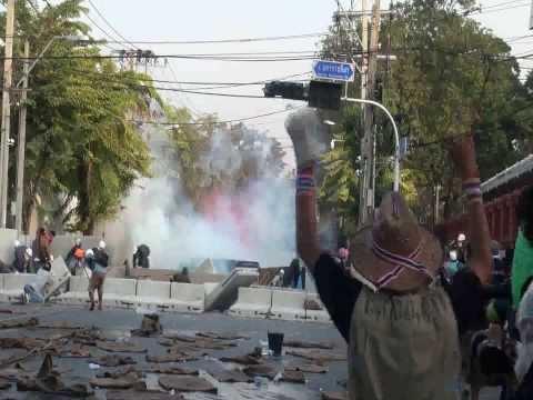 Đụng độ người biểu tình Thái Lan và cảnh sát