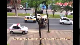 Catador de material recicl�vel perde controle de carrinho e quase provoca acidente na Afonso Pena