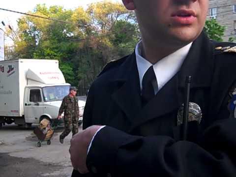 Poliţist arţăgos dar fără acte