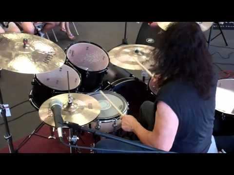 DDRUM Artist Vinny Appice performs