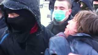 La Dnepropetrovsc s-a tras cu arma asupra protestatarilor