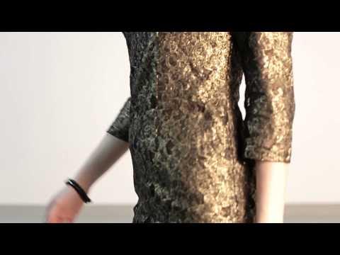 Sukienka z rękawem 3/4 i wyciętymi plecami - model trapez - model 4110-2