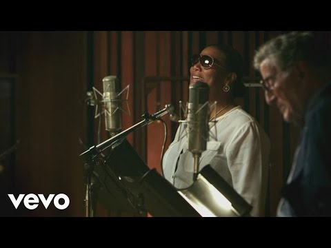 Tony Bennett & Queen Latifah - Who Can I Turn To (When Nobody Needs Me)