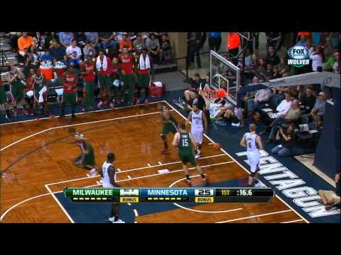Giannis Antetokounmpo's Block Leads to a Bucks' Alley-Oop