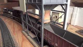 Operating HO Coal Loader And Real Coal Loads