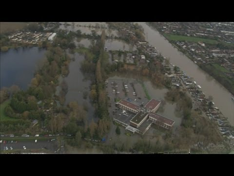 UK Floods: Helicopter footage shows impact of Thames flooding in Surrey and Berkshire
