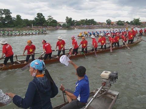 Lễ hội đua bơi thuyền truyền thống trên Sông Kiến Giang, Lệ Thủy 2015 (Full)