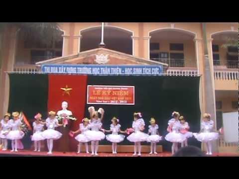 Em vui tới trường-múa hát HS lớp 1 TH Quang Trung - Sơn Tây- Hà Nội.MPG