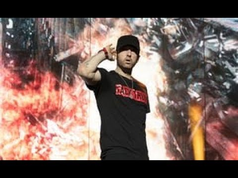 Eminem - Drop The World, Airplanes Part 2 & The Hills Remix Live at Reading Festival 2017