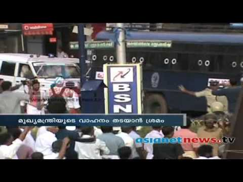 Exclusive video: Oommen Chandy hurt in stone pelting in Kannur