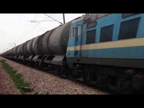 INDIAN RAILWAYS Goa Sampark Kranti meets Vijayawada WAG7 28252 going north in Rajasthan