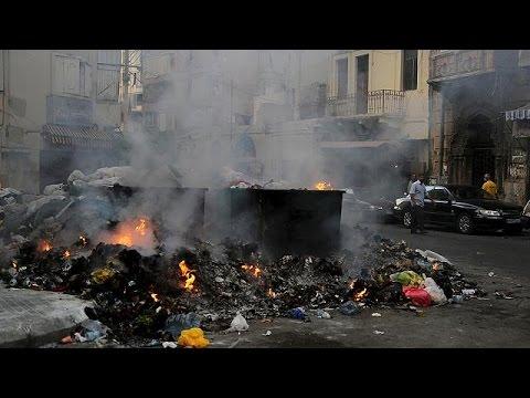 Vídeo Lixo e calor provocam mistura explosiva no Líbano